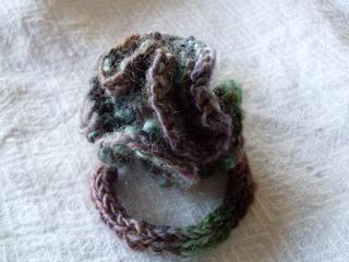 Wrist_distaff_from_wiw_yarn_02_small2