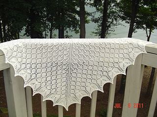 Snowflakes_and_flowers_shawl_01_small2