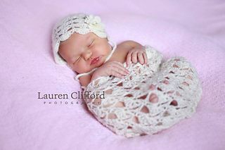 Shell_lace_bonnet_and_wrap2_small2