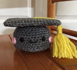 Ravelry  Graduation Cap pattern by It s So Crochet 5d533776cea