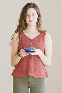 Quince-co-tamsin-dawn-catanzaro-knitting-pattern-kestrel-4_small2