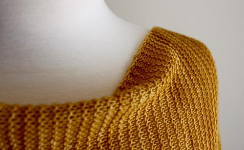 Jagged_triangular_scarf_closeup_medium