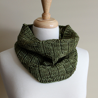 Diamond_purl_cowl_rolled_small2