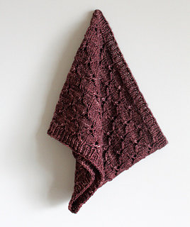 Honeycomb_eyelet_cowl_hanging_small2
