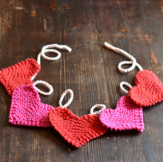 Free #knitting pattern \\ Garter Stitch #Heart Bunting \\ http://ow.ly/Y0net #valentinesday