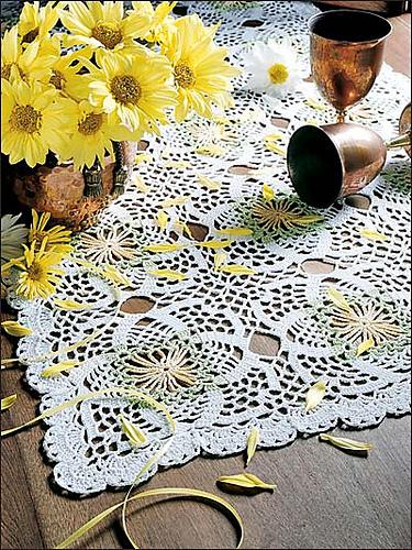Ravelry Daisy Table Runner Pattern By Janie Herrin