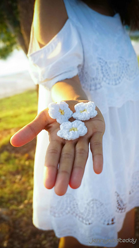 Ravelry Tiny Daisy Crochet Flower Pattern By Jennyandteddy