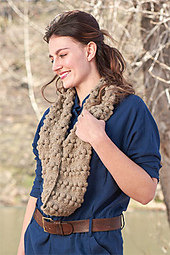 Bobbles-to-infinity-cowl-model_small_best_fit