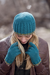 Hudson_hat_top_view_and_hudson_gloves_small_best_fit