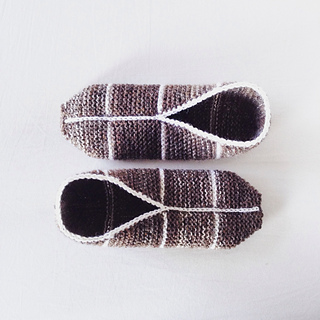 Simple Garter Stitch Slippers pattern by Hanna Leväniemi