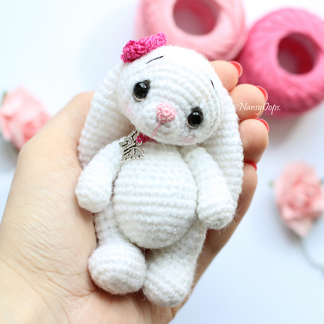 https://www.ravelry.com/patterns/library/crocheted-bunny-flo