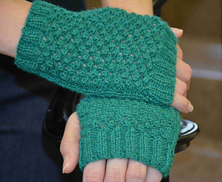 Trinity_gloves_evergreen_small2