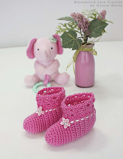 Broomstick-lace-crochet-donna-wolfe-naztazia-baby-booties-socks-shoes_small2