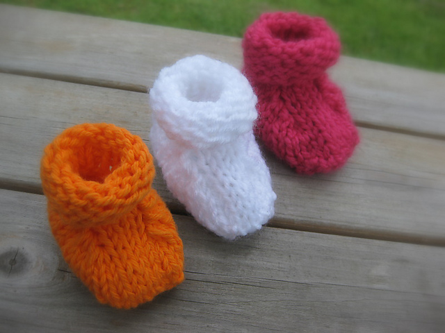 Ravelry: Simple Seamless Baby Booties pattern by Joy Morgan