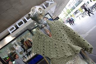 Statues_wear_shawls_small2