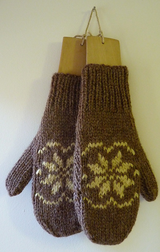 Snowflake_mitts_medium