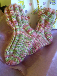 Baby_girl_socks_art_yarns_small2