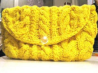 Cabled_cashmere_handbag_medium_small2