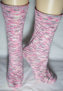 Tube_socks_in_patons_stretch_yarn_small2