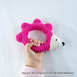 Hedgehog_rattle_02_small2