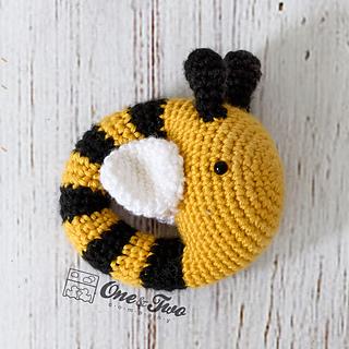 Bee_rattle_crochet_pattern_01_small2