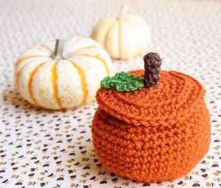 One-sheepish-girl-crochet-pumpkin-bowl-2_small2