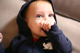 Babyhoodie_closeup_front_small2