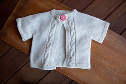 Cabled-raglan-baby-sweater_small_best_fit