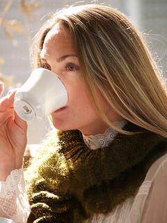 Tudor_ruffles_sipping_tea_perfect_small2