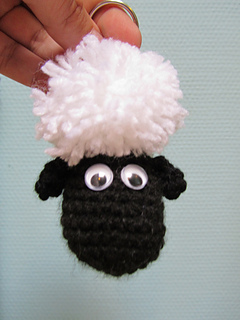 Ravelry  Shaun the sheep - keychain pattern by paarseorchidee 204ddcb20d94
