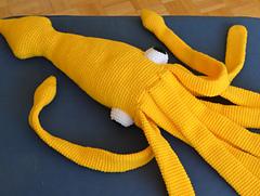 Yellow_squid_dancing_-_pops_de_milk_small