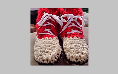 Sneakers_adult__slippers_02_medium