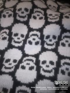 Skulls_background_small2