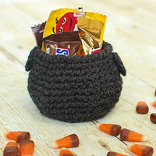 Halloween_crochet_cauldron-2_small2