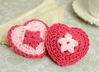 Crochet_heart_sachets-4_small2