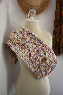Maeve_cowl_3_small2