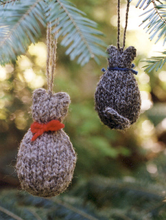 Plane_images_grey_wool_cat_ornament_small2