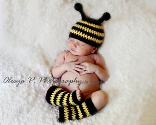729d16c217a Ravelry  Bumble Bee hat and leg warmers pattern by Olesya Pronyaeva