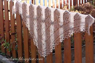 007_waterlily_triangular-shawl_w_c_small2