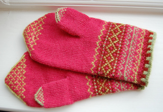 Renaissance_dyeing_mittens_small2