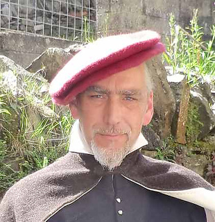 Tudor_hat_small2