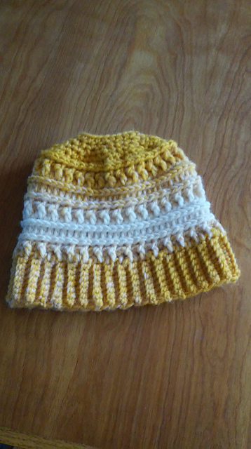 Ravelry  M ssy Bun Katniss Hat pattern by By Bell  Haken  Z00 572f49a3498