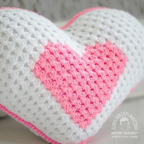 Ravelry Heart Pillow Ring Bearer Pattern By Lis Sun