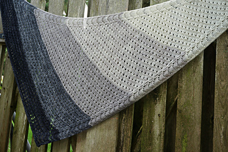 Side_to_side_lace_shawl_dsc02761_small2