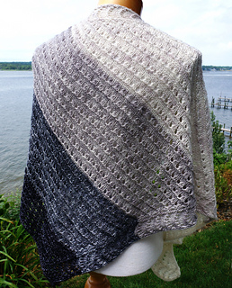 Side_to_side_lace_shawl_dsc02746_small2