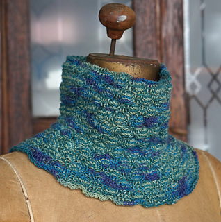 Cocoon_cowl_fingering_dsc03593_small2