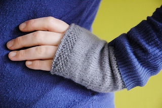 Wrist Warmers Knitting Pattern : Ravelry: honeycomb wrist warmers knit pattern by Courtney Spainhower