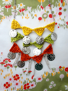 Bunting_necklace_small2