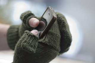 Gloves_and_iphone_small2