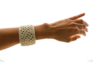 Not_granny_s_bangle_bracelet_by_celina_lane__simplycollectiblecrochet__1__small2
